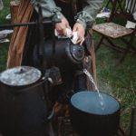 Cucinare in campeggio: come organizzare la cucina da campo