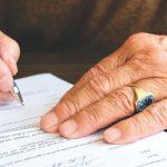 I genitori rispondono dei debiti anche dei figli adulti? Ecco come stanno le cose
